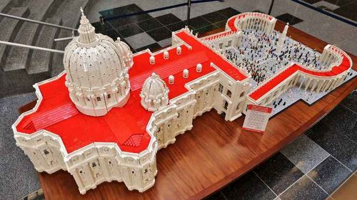 2048x1536-fit_basilique-saint-pierre-rome-legos-creee-occasion-venue-pape-etats-unis-8-septembre-2015-philadelphie-pennsylvanie