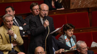 Lintervention-anti-avortement-de-jacques-bompard-huee
